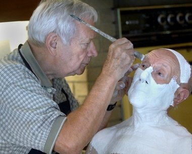 Artist Robert Sutz makes a mold of Henry Pestka's face for a mask he is creates to tell the story of Holocaust survivors. Sutz met Pestka in 2009 through Pestka's longtime friend Bob Julien.
