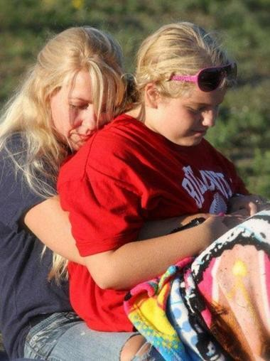 Issy Stapleton, right, and her mother, Kelli, share a moment in Elberta.