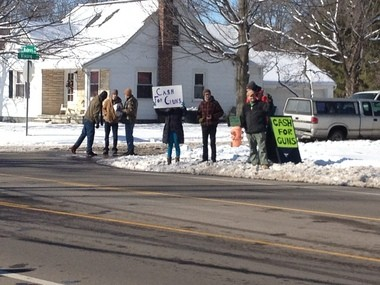 Gun rights supporters offer an alternative to the Lansing Police Department-sanctioned gun buyback by offering cash for guns Saturday.