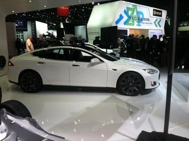 Tesla Motors show off Model S at 2014 Detroit Auto Show