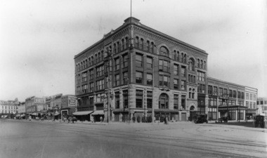 This 1910 photo shows the former Crapo Building in downtown Bay City at Center and Washington avenues.