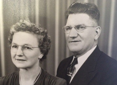 Phillip and Josephine Wachowski purchase Sutherland's Bakery in Bay City in 1946.