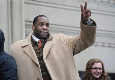 In this Jan. 29,2013 file photo former Mayor Kwame Kilpatrick waits in line to enter federal court in Detroit. Testimony in Kilpatrick's corruption trial ended Thursday, Feb. 6, 2013 after nearly 70 days of testimony. Kilpatrick offered no new witnesses Wednesday and closing arguments have been set for Monday in Detroit federal court. (AP Photo/The Detroit News, David Coates)