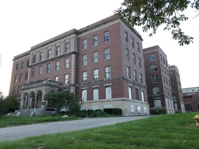 Exploring Michigan's abandoned, haunted Eloise Asylum with