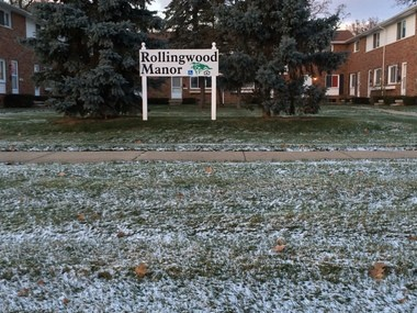 Rollingwood Manor Associates is agreeing to bring playground equipment to Riverside Park, a small park owned by the city of Flint on the northeast side of the city.