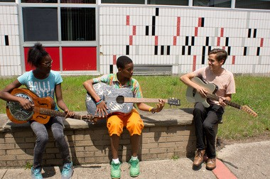 Graham Parsons works with students from Kalamazoo.