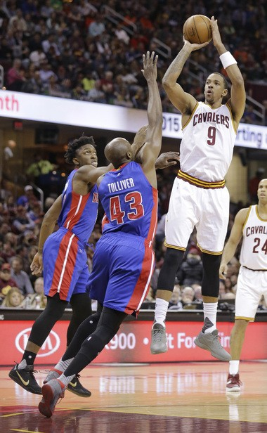 Cleveland Cavaliers forward-center Channing Frye (9) is a range-shooting problem for the Detroit Pistons' Anthony Tolliver (43).