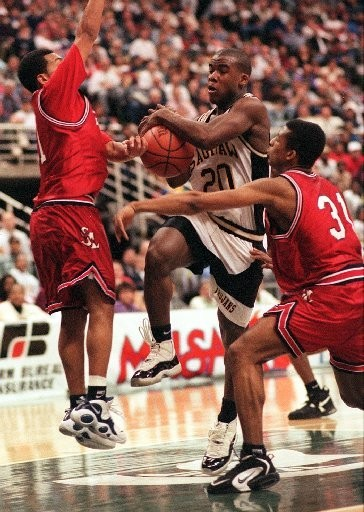 DeRonnie Pitts drives to the basket between two Southfield Lathrup defenders in Saginaw High's 67-60 Class A state basketball championship win in 1996.