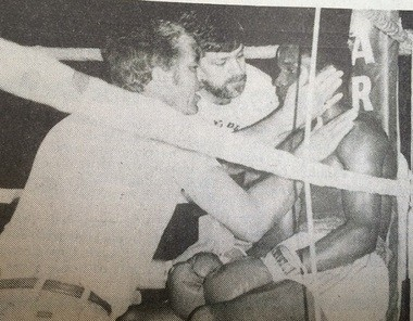 Dean Oswald and Art Dore talk strategy with Glenn Smith during a 1982 boxing show. (Courtesy The Sports Page)