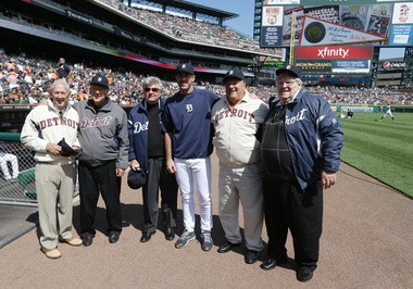 Detroit Tigers starting pitcher Justin Verlander, center, meets with 1968 Detroit Tigers World Series players from left, Don Wert, Mickey Lolich, Jim Price, Verlander, Jon Warden and Denny McLain before the first inning of a baseball game against the Minnesota Twins in Detroit, Saturday, May 25, 2013.(AP Photo/Carlos Osorio)