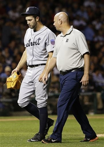 Detroit Tigers starter Daniel Norris, left, leaves the field after being injured throwing a pitch during the fifth inning against the Chicago Cubs on Wednesday.