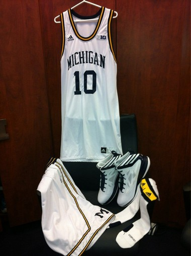 superior quality 13e0f 49834 Photo: Michigan basketball unveils its 1968 throwback ...
