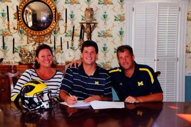 Michigan 2014 quarterback pledge Wilton Speight signed his early enrollment papers on Wednesday.