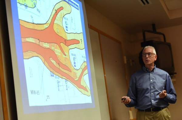 Larry Lemke, a hydrogeologist and director of the Environmental Science Program at Wayne State University, presents his research on the Gelman dioxane plume at the Coalition for Action on Remediation of Dioxane meeting on May 9, 2016.