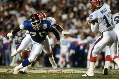 Giants defensive lineman Leonard Marshall pressures quarterback Buffalo Bills QB Jim Kelly during Super Bowl XXV. ( George Rose/Getty Images)