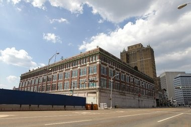 Newark gave its approval to convert the former Hahne's department store into a retail and residential complex.