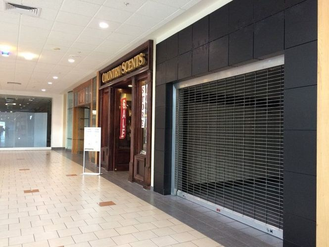 The Country Scents store, bookended by two vacant stores in the Voorhees Town Center mall a year ago, offered sales as it prepares to close. The mall's vacancy rate is still at 50 percent and rising.
