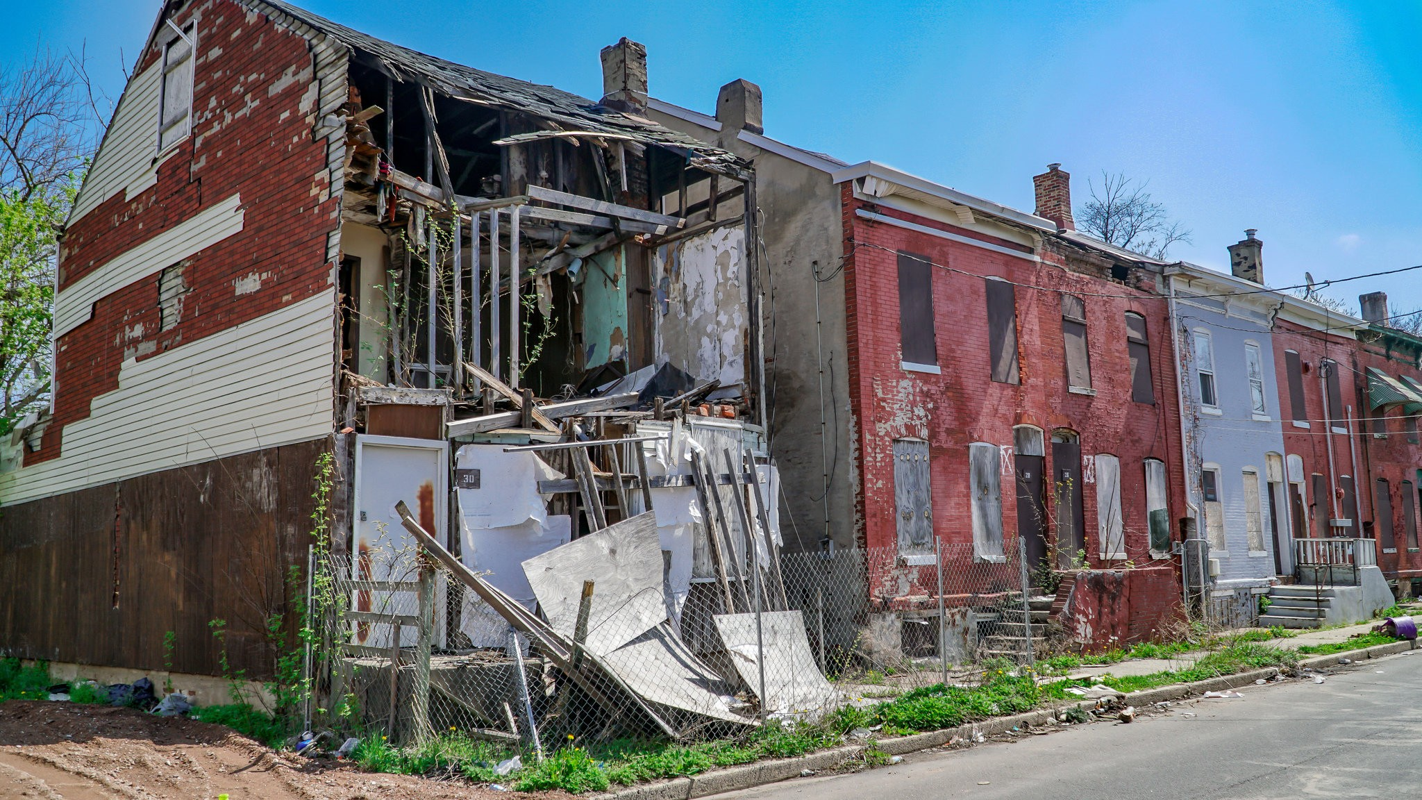 Demolishing Abandoned Houses Does Not Reduce Nearby Crime