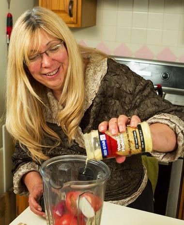 Raw chef Dorothy Salvatori prepares a raw tomato sauce in a Vitamix blender.