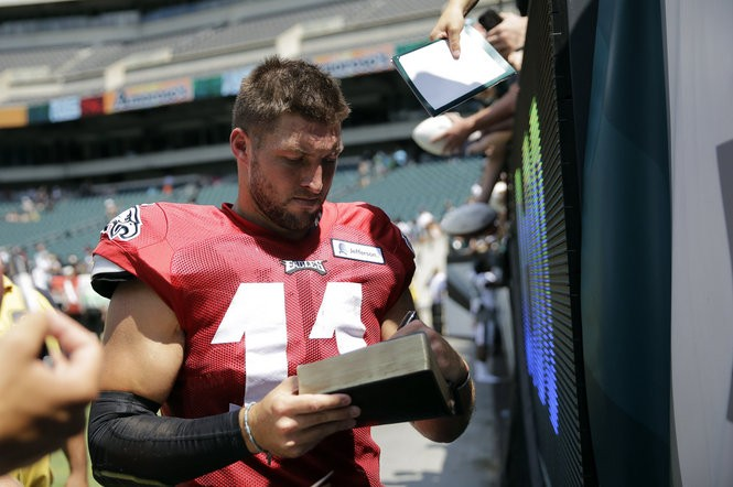 Philadelphia Eagles quarterback Tim Tebow signs autographs after practice at NFL football training camp, Tuesday, Aug. 4, 2015, in Philadelphia. (AP Photo/Matt Rourke)