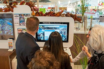 Located at the entrance of the food court, the interactive kiosk invites mall patrons to explore the diverse, pulsing city around them through technology, engaging media and free brochures.