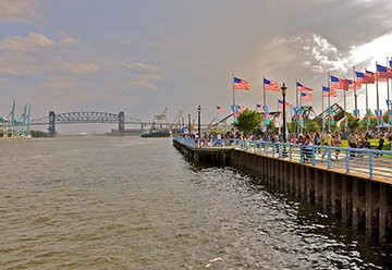 Veteran's Memorial Waterfront Park features a boardwalk recreation area that contains a fishing pier, tables for chess, bike racks, benches and a city-run marina equipped with slips and dry dock facilities for more than 60 privately owned boats.