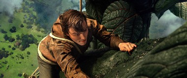 Nicholas Hoult climbs that magic beanstalk in 'Jack the Giant Slayer'