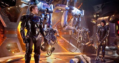 Charlie Hunnam and Rinko Kikuchi are robot operators in del Toro's 'Pacific Rim'