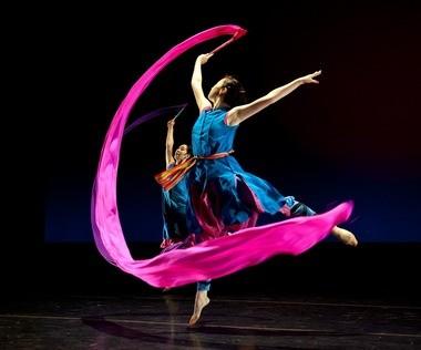 """Nai-Ni Chen Dance Company in """"Ribbon Dance"""""""