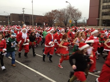Running of the Santas Philadelphia, started by a group of New Jerseyans in 1998, brings out thousands every year. In 2013, a participant lost his life after being struck by a car when he disappeared from the company of friends. (Courtesy Running of the Santas)