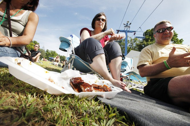 Alissa Sandler and her husband Jim enjoy some barbecue as they listen to the Dave Mason Band at the Rock, Ribs and Ridges festival. (Robert Sciarrino/The Star-Ledger)