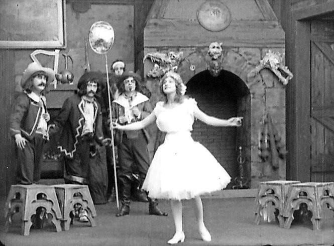"A scene from ""Nursery Favorites"" (1913),a surviving kinetophone film."