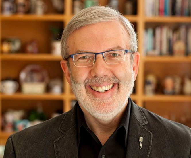 Growing up in Teaneck, movie-obsessed Leonard Maltin tracked down Hollywood legends, interviewed them and collected them in his most recent book.
