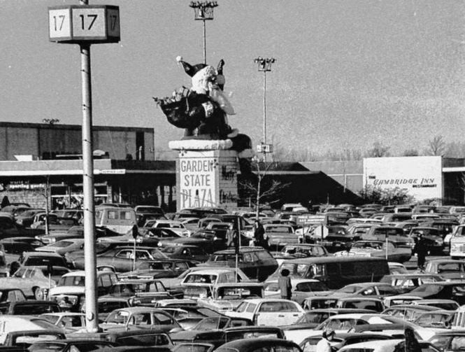 A view of the original Garden State Plaza Santa Claus from the parking lot. The chimney he sat on said 'Merry Christmas.' (Courtesy Bobby Cole)