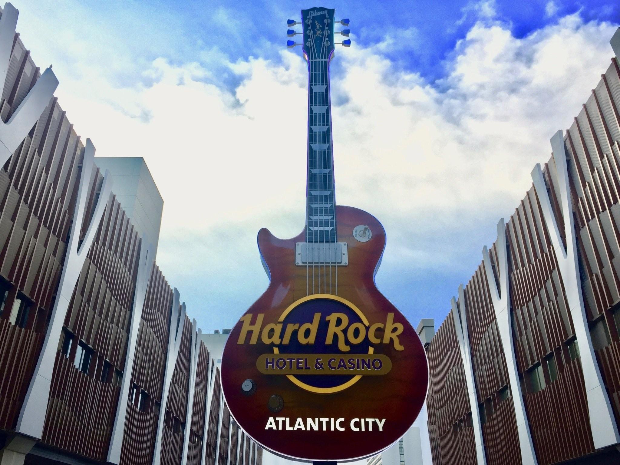 HARD ROCK HOTEL WHITE KING SHEET SET WHITE STRIPE w// GUITARS