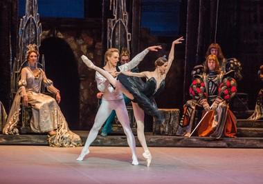 David Hallberg and Svetlana Zakharova in 'Swan Lake'