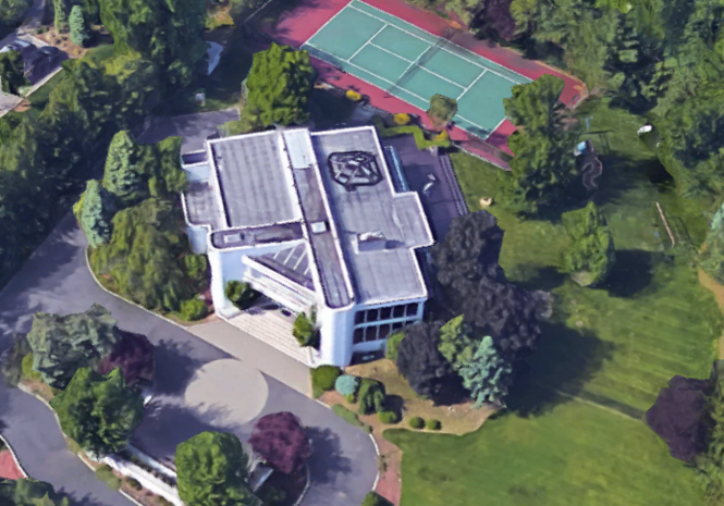 Lil Kim has reportedly defaulted on her loan for her Alpine mansion.
