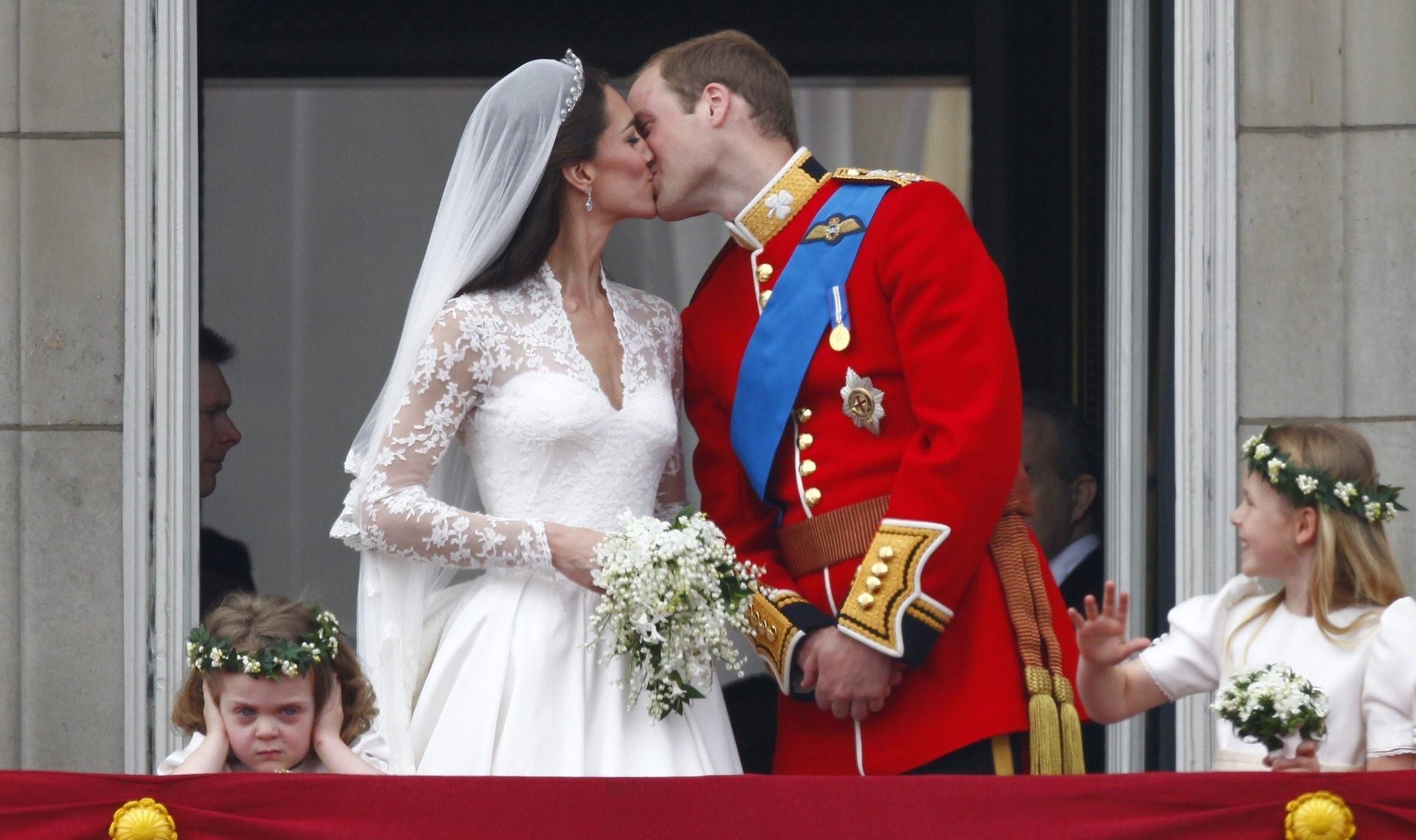 kate middleton s wedding dress from sarah burton of alexander mcqueen all the details nj com wedding dress from sarah burton