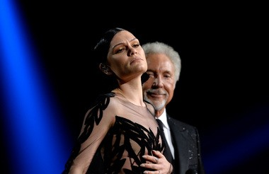 """Jessie J and Tom Jones perform """"You've Lost That Lovin' Feelin'"""" onstage during The 57th Annual GRAMMY Awards at the at the STAPLES Center on February 8, 2015 in Los Angeles, California. (Kevork Djansezian/Getty Images)"""