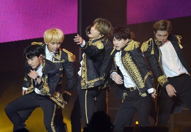 BTS energizes N J : Epic concert photos, videos and setlist