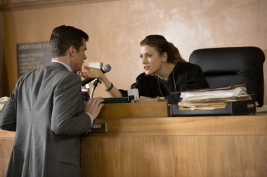 """Kate Walsh, who first impressed as Addison Montgomery in """"Grey's Anatomy,"""" falls from grace in """"Bad Judge."""""""