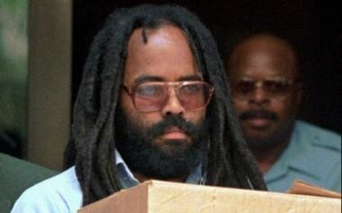 Mumia Abu-Jamal, convicted of killing Philadelphia police officer Daniel Faulkner in 1981, leaves a Philadelphia court on July 12, 1995. (AP Photo/Chris Gardner)