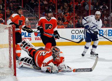Flyers goalie Rob Zepp (72) makes a diving third-period save against the Tampa Bay Lightning at Wells Fargo Center. (Bruce Bennett/Getty Images)