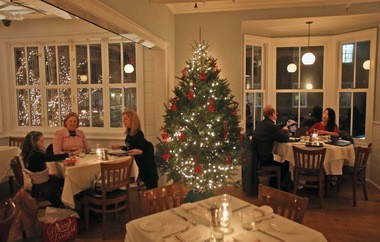 Diners enjoy the ambience at Washington House in Basking Ridge.