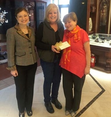 The final Finders Keepers winner, Sandra Weiss (center) stands between Roman Jewelers co-owners Lucy Zimmerman (left) and Sophie Shor.