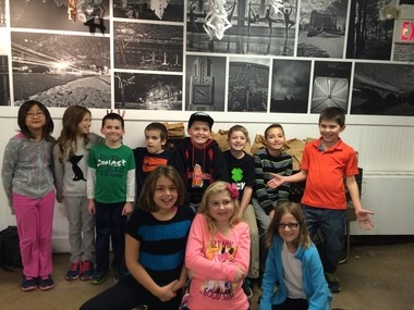 2b5645145 Fourth-grade students at Holland Brook School volunteer at Elijah's Promise.  Pictured (from