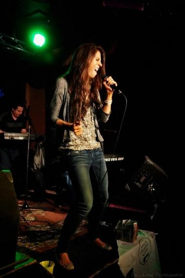 Laura Cheadle performing.