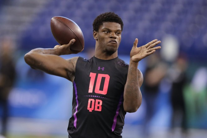 da2cf24121e5 NFL Draft 2018: Will Lamar Jackson be NFL's next Mike Vick? | Scouting  report