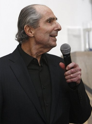 Author Philip Roth thanks guests during a celebration of the author's 80th birthday at the Newark Museum.