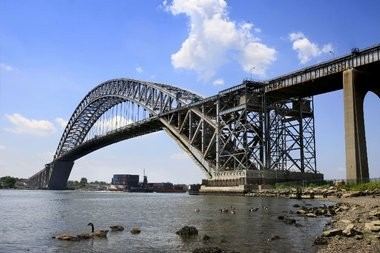 Residents of the Staten Island's north shore have filed a complaint with the Environmental Protection Agency asserting that a project to raise the Bayonne Bridge exposes them to harmful toxins without any significant economic benefit.